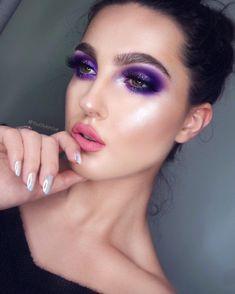 EYES  •Eyeshadows: @morphebrushes 35P Palette  • @blomecosmetics Glitter in Bella's Tears  •Lashes: @lashesbylena Nayeona   BROWS:  • @mellowcosmetics Brow Powder Duo (Chocolate),Tined Brow Gel (Dark Brown)  LIPS:  • @hausofluxeofficial Liquid Lipstick in Barbie Girl