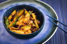 Concombres marinés aux piments et champignons noirs