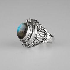 Ring - SAROS. Silver Poison Trinket Ring - Labradorite