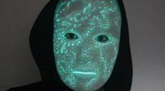 Melissa Ng Combines 3D Printing with EL Wire to Create Incredible Glowing 'Nightmare Mask' http://3dprint.com/31689/glowing-mask-lumecluster/