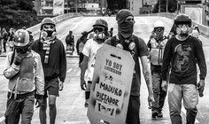 """Por @rodolfochurion - """"Usamos capuchas no porque somos terroristas  las usamos para que no nos agarren y nos torturen para que no nos identifiquen estas capuchas son nuestra única defensa""""  Una de las tantas entrevistas que hicimos a los muchachos que forman parte de la resistencia para nuestro documental sobre la situación actual. Caracas 09/06/2017  Entrevistas para @ptpdocumental . #ptpdocumental #caracas #elnacionalweb #venezuela #venezuelalucha #estudiantes #marcha #protest #documentary…"""