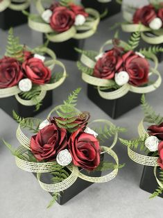 Modern Floral Arrangements, Spring Flower Arrangements, Ikebana Flower Arrangement, Floral Centerpieces, Flax Flowers, Diy Flowers, Fabric Flowers, Wedding Table Decorations, Christmas Table Decorations