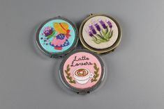 프랑스자수 손거울 만들기 반제품 사용법 HAND EMBROIDERY compact mirror diy Hand Embroidery, Decorative Plates, Diy, Bricolage, Do It Yourself, Homemade, Diys, Crafting