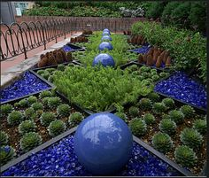 Great Ideas for using rock mulch in your landscape, planting areas and garden. Tips, design ideas and tutorials for your yard. Garden Paths, Garden Art, Garden Design, Garden Tips, Glass Garden, Garden Mulch, Blue Garden, Herb Garden, Mulch Landscaping