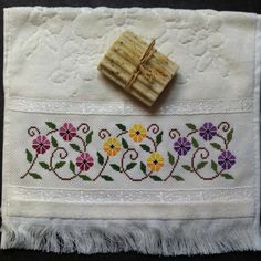 This Pin was discovered by Sem Cross Stitch Designs, Cross Stitch Patterns, Embroidery Stitches, Hand Embroidery, Bargello, Needle And Thread, Handicraft, Diy And Crafts, Decorative Boxes