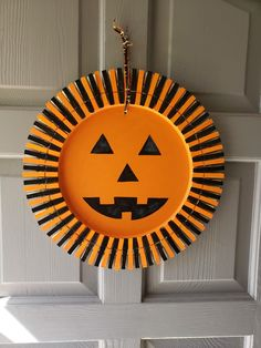 Easy and Fun DIY Halloween Crafts for Kids at School – Clothespin Wreath – Halloween Ideas – Grandcrafter – DIY Christmas Ideas ♥ Homes Decoration Ideas Pumpkin Crafts, Fall Crafts, Holiday Crafts, Pumpkin Wreath, Diy Pumpkin, Christmas Ideas, Wreath Crafts, Diy Wreath, Wreaths