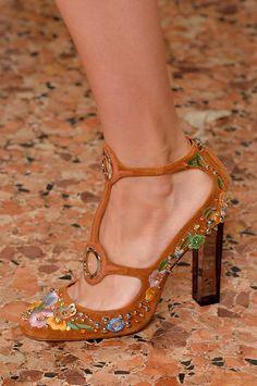 Emilio Pucci... Me encantan las piedritas el corte todo mis tobillos son delgados me quedan muy bien estos estilos de trabillas, lo unico que siempre desearia es que todos los zapatos que me gustan fueron de tacon #6