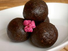 Rohkost-Pralinés mit Roh-Kakao Superfoods, Kakao, Desert Recipes, Ideas, Oven, Chocolate Candies, Food Food, Recipies