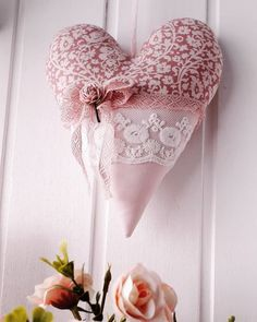 Heart Decorations, Valentine Decorations, Valentine Heart, Valentine Crafts, Valentines Illustration, Heart Projects, Sewing Machine Embroidery, Fabric Hearts, Heart Crafts