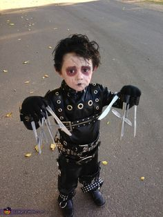 Little Edward Scissorhands - Homemade Halloween Costume. Oh good gracious, he's darling! LURVE elaborate costumes on kiddos. You just know the parent had as much fun making em. My mom was a costume designer... i had good ones. ;)