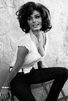 Resembles of Sofia Loren.