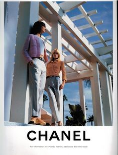 It is a 4 full pages sheets) color Ad for CHANEL, models : Sharlom Harlow & Amber Valletta. 1996 Print Ad for CHANEL. Moda Vintage, Vintage Vogue, Vintage Chanel, Vintage Fashion, Chanel Fashion, 90s Fashion, Fashion Brands, Aesthetic Vintage, Aesthetic Photo