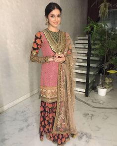 Gharara or is it sharara? Indian Wedding Wear, Indian Bridal Fashion, Asian Fashion, Indian Weddings, Pakistani Outfits, Indian Outfits, Indian Attire, Indian Wear, Pakistan Fashion