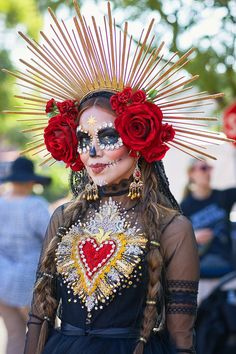 We asked 12 Latinos attending The Hollywood Forever Cemetery, which hosts the largest Día de Muertos celebration in the US. Halloween Queen, Halloween Dress, Halloween 2019, Halloween Make Up, Halloween Party, Halloween Costumes, Sugar Skull Costume, Sugar Skull Girl, Fairy Makeup