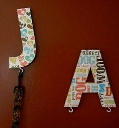 percheros correa letras