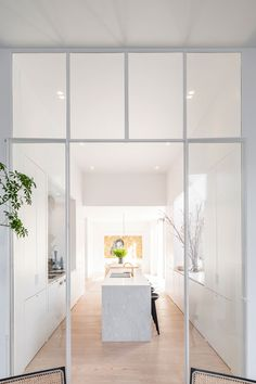 Be Antwerp Military Hospital - Picture gallery White Interior Doors, White Doors, Glass Partition Wall, Glass Partition Designs, Glass Wall Design, Corporate Office Decor, Corporate Offices, Crittal Doors, Steel Frame Doors