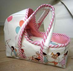 Ma petite nièce voulait un couffin pour son baigneur : J'ai complètement craqué pour ce patron : Baby doll Basket by Made Le patron est t...