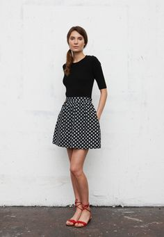 a great way to wear a printed skirt (black top and red shoes)