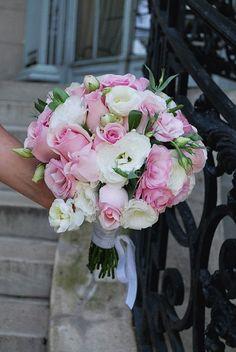 Ramo de novia de rosas y Lisianthus
