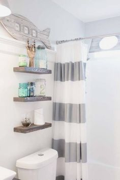 If the idea is to build some DIY Bathroom Pallet Projects, you're in the exact right place. Embrace the catalog of what to make with pallets on glamshelf.com #palletprojects #bathroomdiy #bathroomdecor #bathroompalletprojects