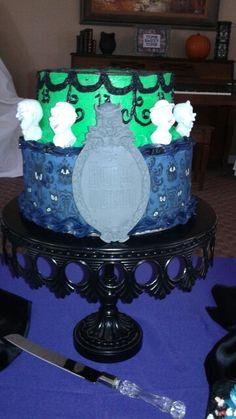 Disney Haunted mansion cake