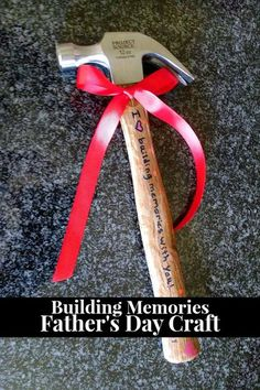 Father& Day Gift - Build memories with dad with this DIY craft that your kids can help with - from A Parenting Production Diy Father's Day Gifts Easy, Great Father's Day Gifts, Father's Day Diy, Fathers Day Crafts, Happy Fathers Day, Happy Dad Day, Fathers Gifts, Daddy Gifts, Gifts For Dad