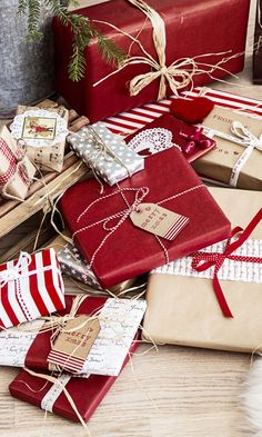 27 Best Easy Christmas Gift Ideas for Your Beloved Persons Christmas is a good time to get stylish and presumptuous Just look at the craft gifts you can give for Christm. Christmas Gift Wrapping, Diy Christmas Gifts, Holiday Gifts, Christmas Decorations, Christmas Ideas, Christmas Mood, Simple Christmas, Beautiful Christmas, Cheap Christmas