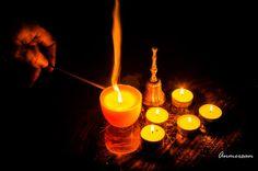 Proyecto 365 Anmersan: Foto 50-365 encendiendo una vela. Hoy sentía la necesidad de encender una vela por un motivo familiar. Las creencias espirituales o religiosas es algo muy personal, pero a veces como hoy se necesita realizar un acto simbólico para que se cumpla algún hecho importante. Espero que esta luz ilumine este deseo.
