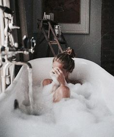 Image discovered by Find images and videos about girl, relax and bath on We Heart It - the app to get lost in what you love. Elisabeth I, Foto Madrid, Annabeth Chase, Shooting Photo, Posing Ideas, The Life, Bath Time, No Time For Me, Bubbles