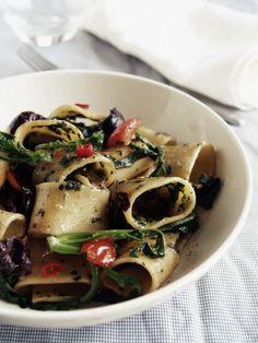 http://www.i-food.gr/recipe/5626/calamarata-me-stamnagkathi Calamarata με σταμναγκάθι