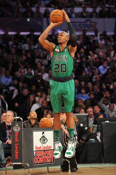 """El mejor tirador de la hostoria de la NBA, sucediendo a Reggie """"The Killer"""" Miller."""
