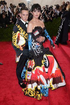 Jeremy Scott et Katy Perry en Moschino - Gala MET costume institute 2015 Celebrity Photos, Celebrity Style, Fashion Calendar, Hottest Female Celebrities, Celebs, Costume Institute, Jeremy Scott, Red Carpet Dresses, Red Carpet Looks
