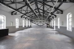 Architop e Betontop per il Museo Prada di Milano: bassi spessori e ricercati effetti cemento per esaltare al meglio l'esposizione. Credits foto: @IsabelladeMaddalena #design #MuseoPrada #prada #pavimento