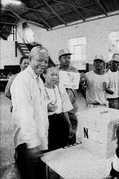 photo of nelson mandela voting for the first time captured by luke dollimore on april 27, 1994