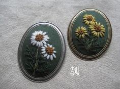 0번째 이미지 Embroidery Patterns, Hand Embroidery, Button Art, Anniversary Gifts, Cross Stitch, Needle And Thread, Pendants, Flowers, Fabric