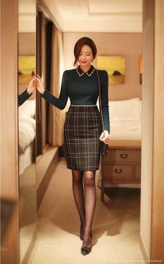 Essential work wardrobe pieces every woman should have in her closet Classy Outfits, Casual Outfits, Fashion Outfits, Womens Fashion, Korean Girl Fashion, Asian Fashion, Fashion Over 50, Work Fashion, Edgy Dress