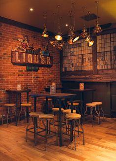 Francisco Segarra. Muebles para decoración de bares y restaurantes.