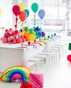A Rainbow Baby Shower and Video (Oh Happy Day!) A Rainbow Baby Shower and Video Rainbow Birthday Party, Elmo Birthday, First Birthday Parties, Birthday Party Themes, Party Fiesta, Festa Party, Fete Shopkins, Kids Party Tables, Ballon Decorations