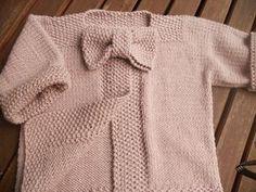 Le gilet noeud-noeud - Pattern - Miss Grain de Sel - Ondas do Mar - Pint Pic Kids Knitting Patterns, Knitting For Kids, Baby Patterns, Free Knitting, Baby Knitting, Baby Pullover, Baby Cardigan, Free Pattern Download, Knit Basket