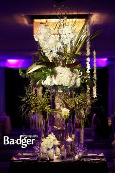 Fleuriste NDG Florist - Website Coming Soon Bridal Boudoir, Bridal Dresses, Sweet Home, Wedding Stuff, Wedding Ideas, Christmas Tree, Table Decorations, Flower Ideas, Elegant