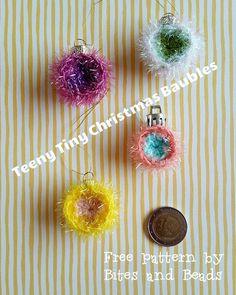 Free pattern for #ienieminikerstballen #teenytinychristmasbaubles  #gehaaktekerstbal #crochetbauble  by Bites and Beads