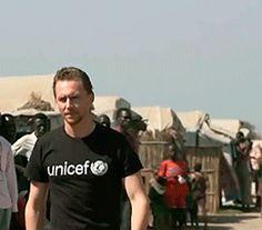 Tom Hiddleston visits South Sudan as an UNICEF Ambassador. Photoset: http://maryxglz.tumblr.com/post/153840756142/tom-hiddleston-in-south-sudan-unicef-ambassador