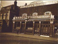 Royal Fort, 131 Grange Road, Bermondsey c 1920 London History, Local History, Vintage London, Old London, Old Photos, Vintage Photos, Pub Signs, London Pubs, Old Street