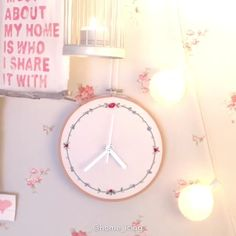 This embroidered wall clock is for sure the most creative idea you have ever seen!🌸🌺 By: videos cuarto EMBROIDERY CLOCK🕐🌺 Hand Embroidery Videos, Embroidery Sampler, Diy Embroidery, Clock Drawings, Handmade Wall Clocks, Wall Clock Design, Diy Clock, Lampe Led, So Creative