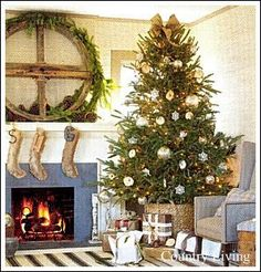 Christmas Tree Ideas - Does your Christmas tree need a makeover? Here are Great Christmas Tree Photos To Help You Create A Gorgeous Tree!
