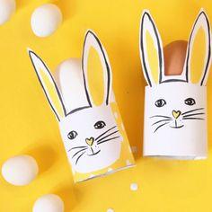 DIY // Oster Deko schnell und einfach selber machen: die Hasen-Eierbecher! Eine niedliche Tischdekoration - kann auch als Namenskärtchen verwendet werden. Free Printable zum Download auf FAMILICIOUS.de easter bunny egg cup for your easter party - with free printable!
