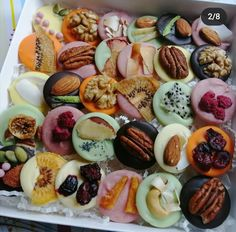 Homemade Chocolate Bars, Chocolate Shop, Chocolate Desserts, Colorful Desserts, Cake Decorating With Fondant, Chocolate Packaging, Gourmet Gifts, Food Decoration, Sweet Cakes