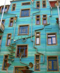 wall in Dresden, Germany that makes music as it rains