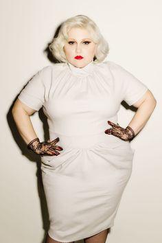 """""""Gossip""""-Star Beth Ditto im GLAMOUR-Interview über ihre neue Kollektion, Body-Shaming und Styling-Tipps für kurvige Frauen."""