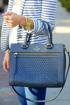 Love this kate spade purse. I want a kate spade bag so bad. Sac Kate Spade, Purses And Handbags, Leather Handbags, Leather Purses, Kate Spade Outlet Handbags, Coach Handbags, Leather Bag, Prada Handbags, Handbags Online